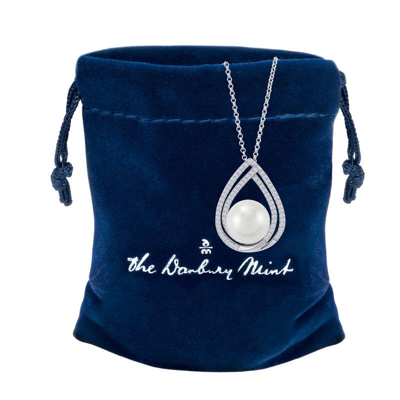 Drop of Elegance Pearl Diamonisse Pendant 6489 0015 g gift pouch